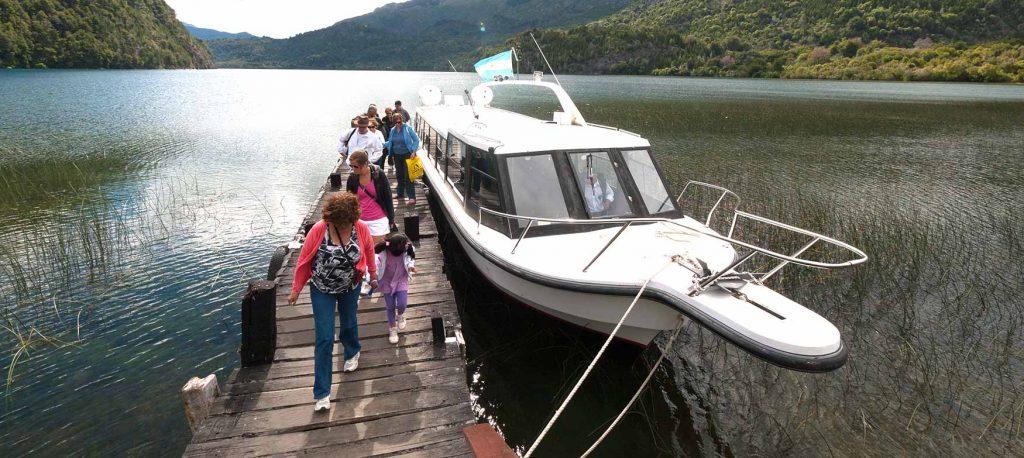 Exrcusión lacustre al Alerzal milenario Parque Nacional Los Alerces,  Chubut - esquel.tur