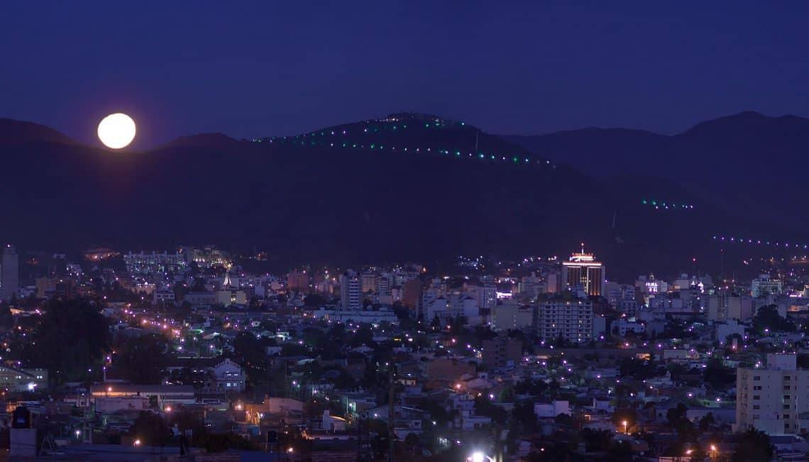 Vista Area de la Ciudad de Salta de noche