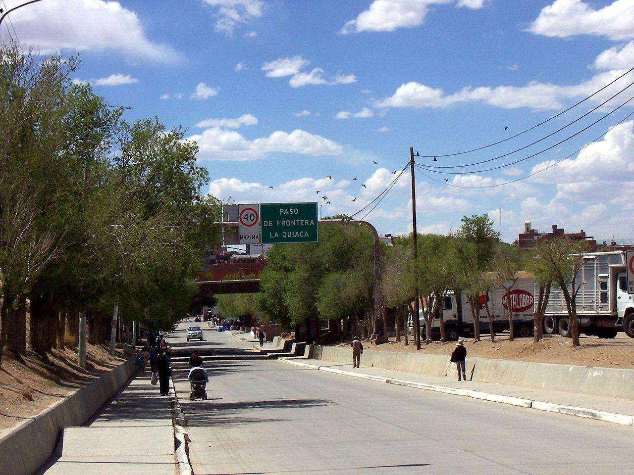 Paso Fronterizo sobre Ruta 9 en La Quiaca, Jujuy
