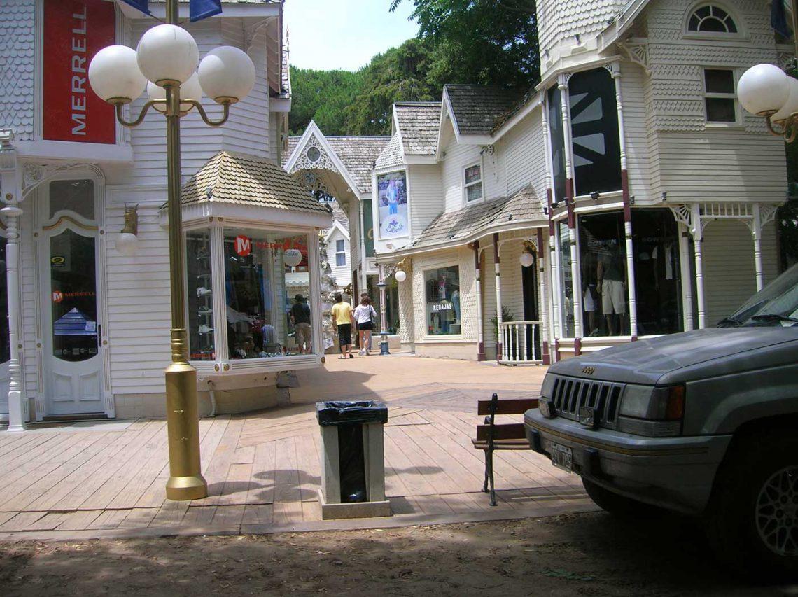 Centro Comercial de Cariló