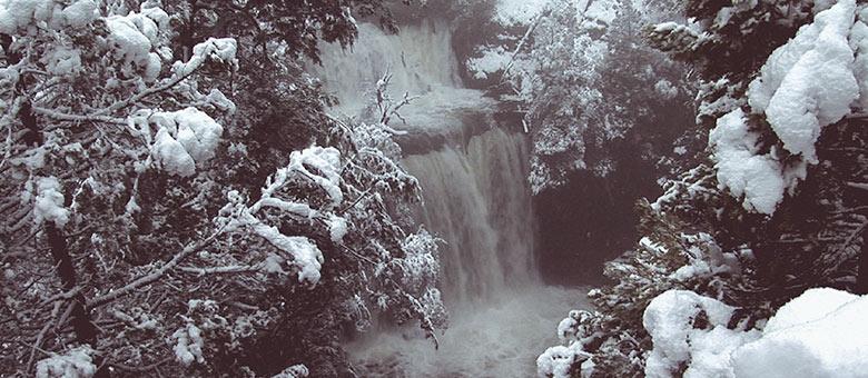 Cascadas Nant y Fall en Invierno