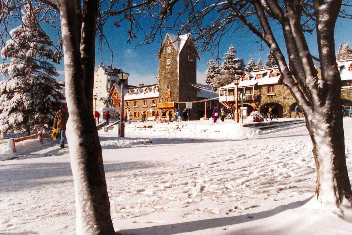 Centro Cívico de Bariloche, nevado en invierno