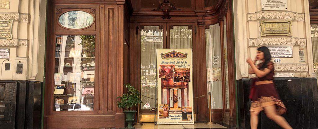 Café Tortoni en Buenos Aires, un clásico de la ciudad porteña - bares notables de Buenos Aires