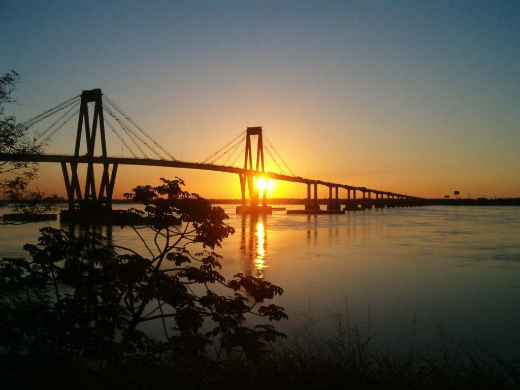 Atardecer sobre el Puente General Manuel Belgrano, Corrientes