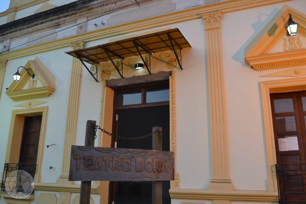 Teatro Dorá, Empedrado