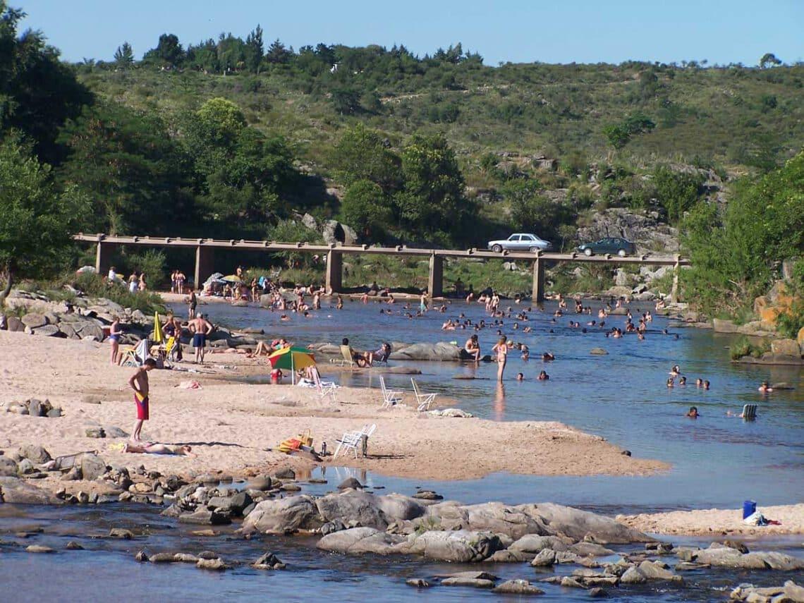 Puente Zuviría y playa, Cosquín, Valle de Punilla , Córdoba