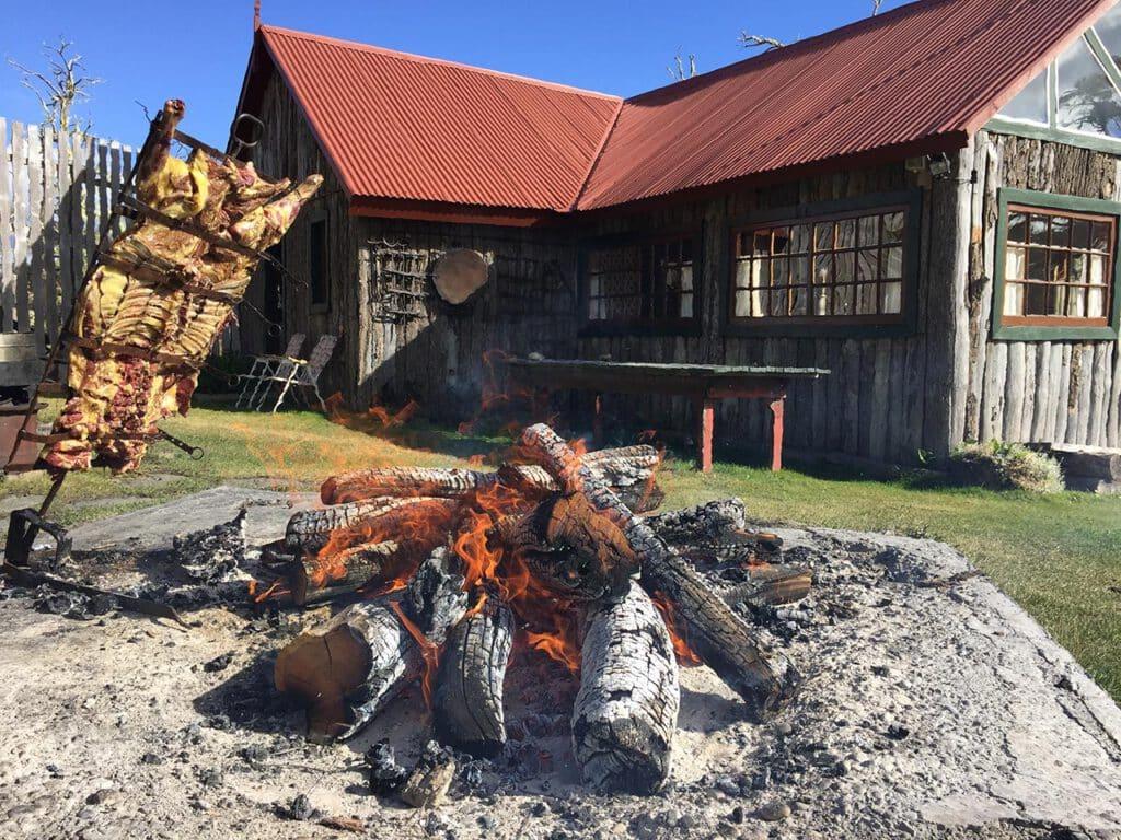 Cordero a la Cruz en la Estancia Las Hijas, Río Grande, Tierra del Fuego