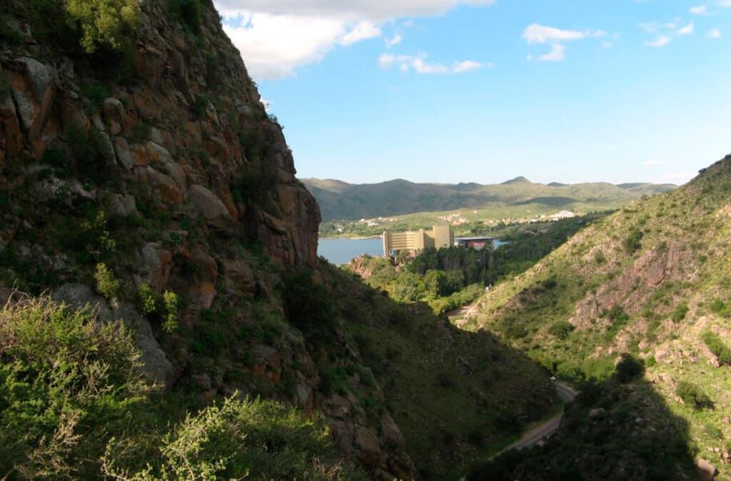 Vista de Potrero de los Funes desde la Quebrada de los Cóndores
