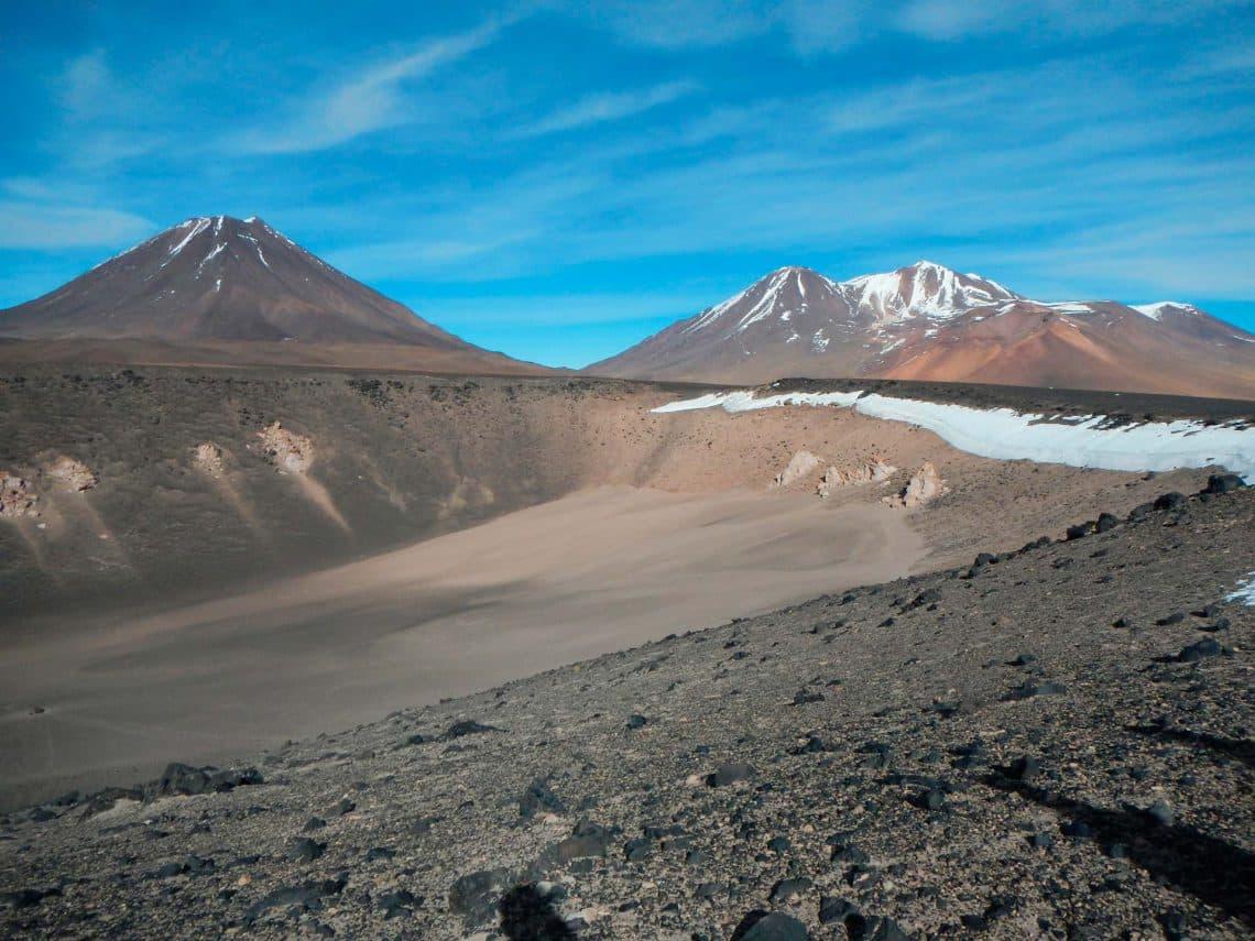 Cráter Overo con volcanes Chiliques y Lejía - Mapio.net