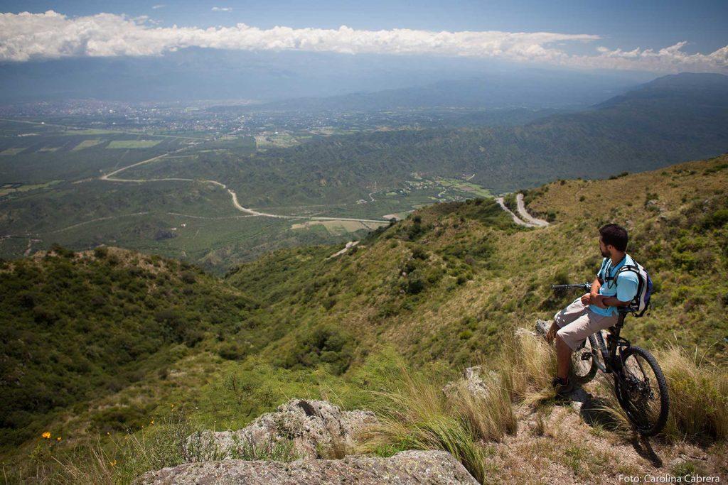 Vista desde la Cumbre de la Cuesta del Portezuelo, Catamarca - www.turismo.catamarca.gob.ar - ph Carolina Cabrera