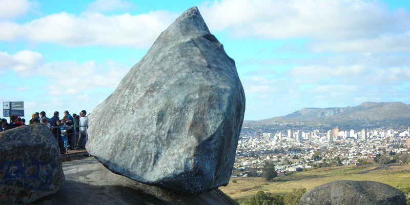 Piedra Movediza y Cerro en Tandil - lugares imperdibles de Tandil