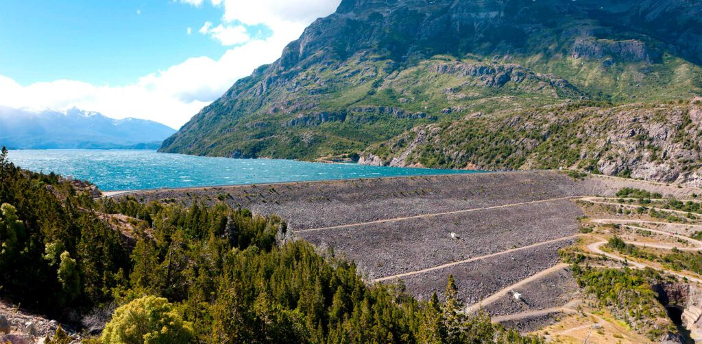 Represa del Lago Amutui Quimey, Parque Nacional Los Alerces - Chubut