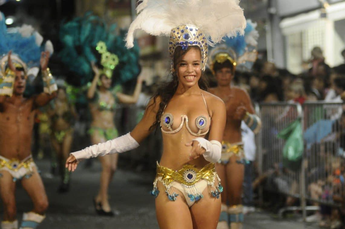Comparsa Sambatuque - Carnaval de Concepción Del Uruguay - foto: ClarinHD