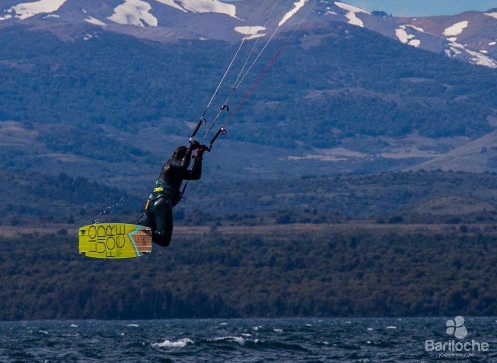 Kitesurf en Bariloche - barilocheturismo.gob.ar