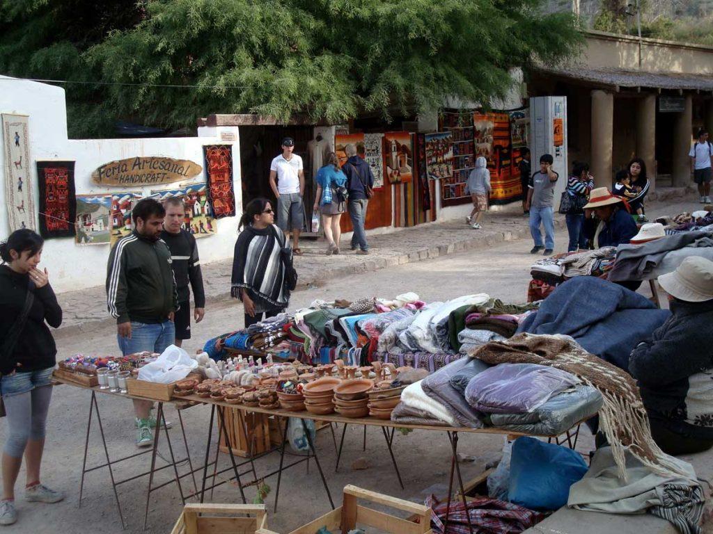 Vendedores en la Plaza 9 de julio de Purmamarca, Jujuy