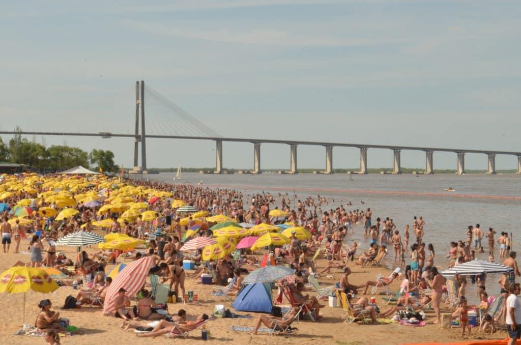 Playa La Florida de Rosario en verano - foto: rosarionoticias.gob.ar