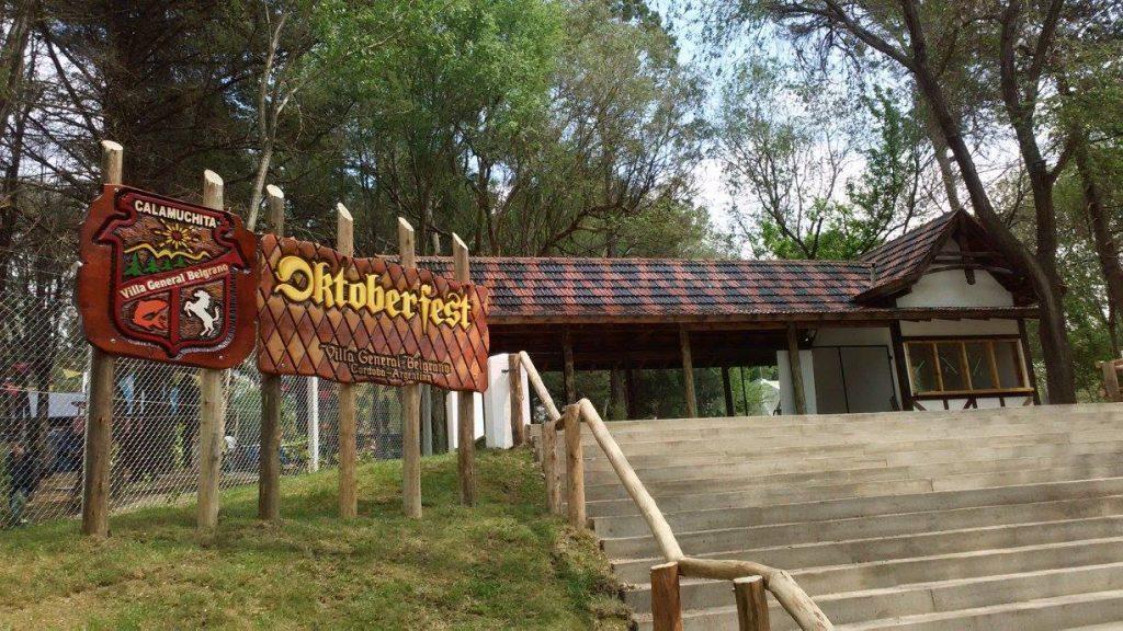 Entrada al Bosque de los Pioneros, Oktoberfest, Villa General Belgrano
