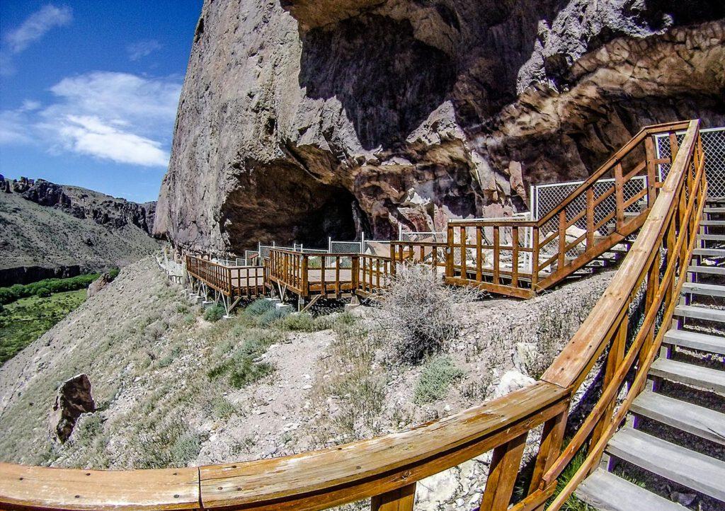 Acceso a Cueva de las manos, Santa Cruz, Río Pinturas, Patagonia