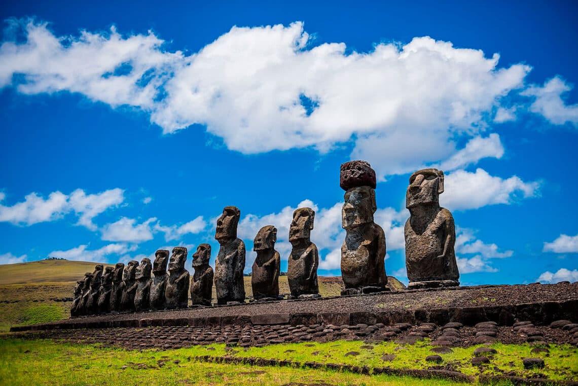 Los 15 moais de Ahu Tonga Riki en Rapa Nui, Isla de Pascua
