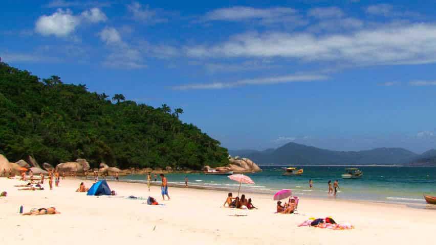 Costáo do Santinho en Florianopolis y otra postal de playa
