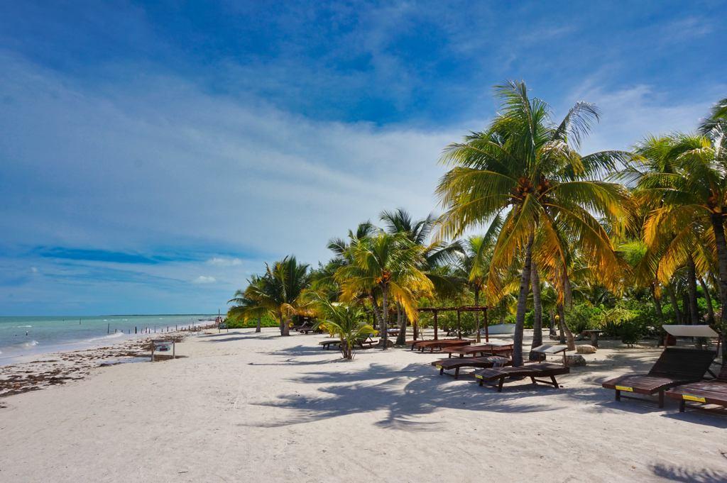Vista de la hermosa playa de Isla Holbox - ph worldonabusget.de
