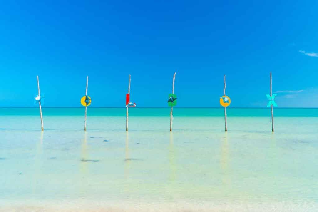 Postal de las hamacas sobre el mar de Ilsa Holbox - ph cancun.com