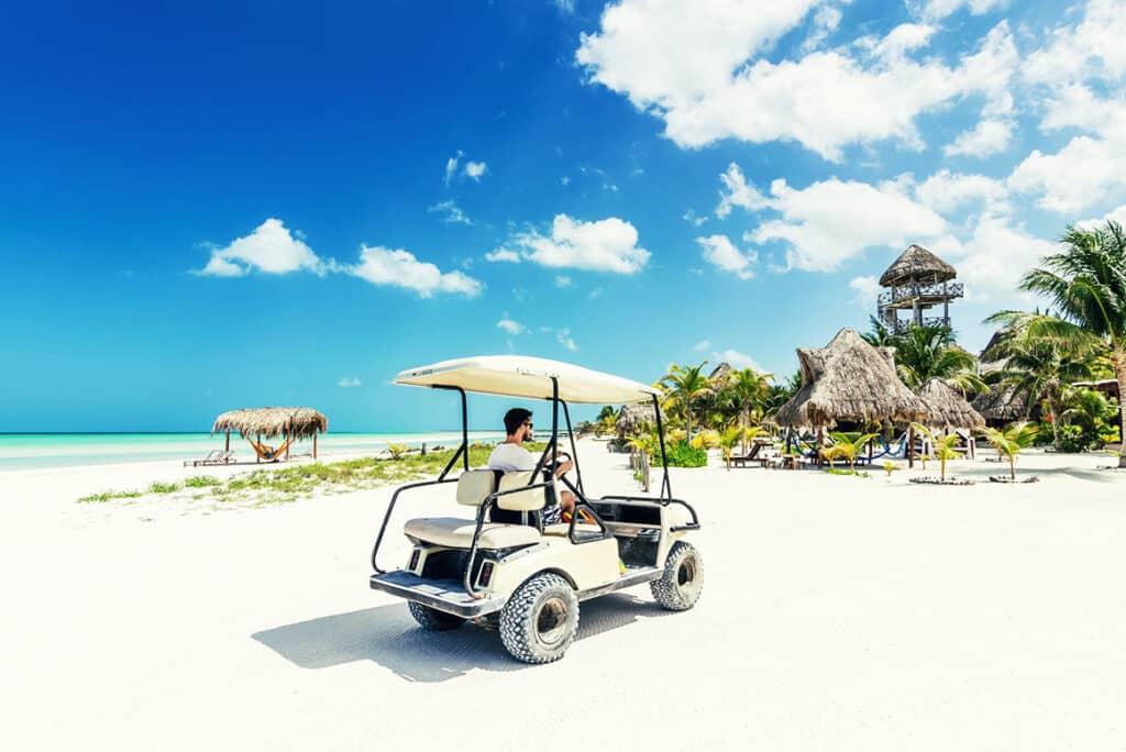 Carrito de Golf En isla Holbox - ph barcelo.com