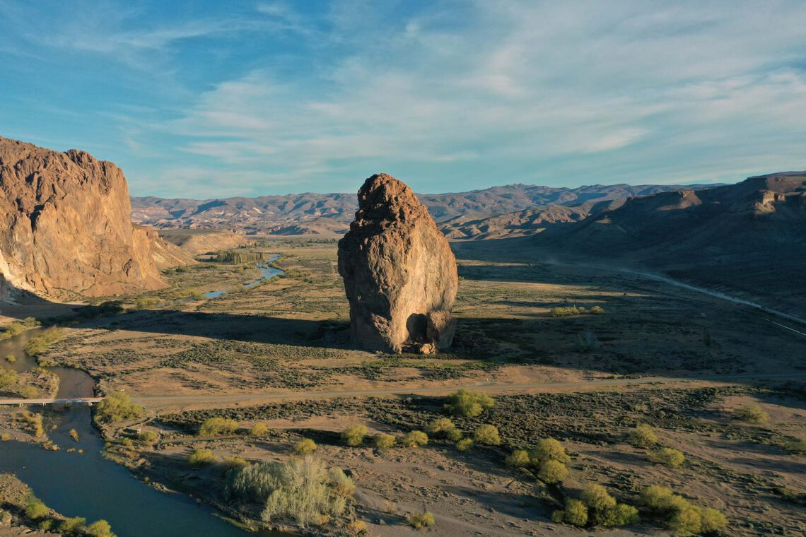 Piedra Parada, Gualjaina - Maravillas Ocultas de Argentina