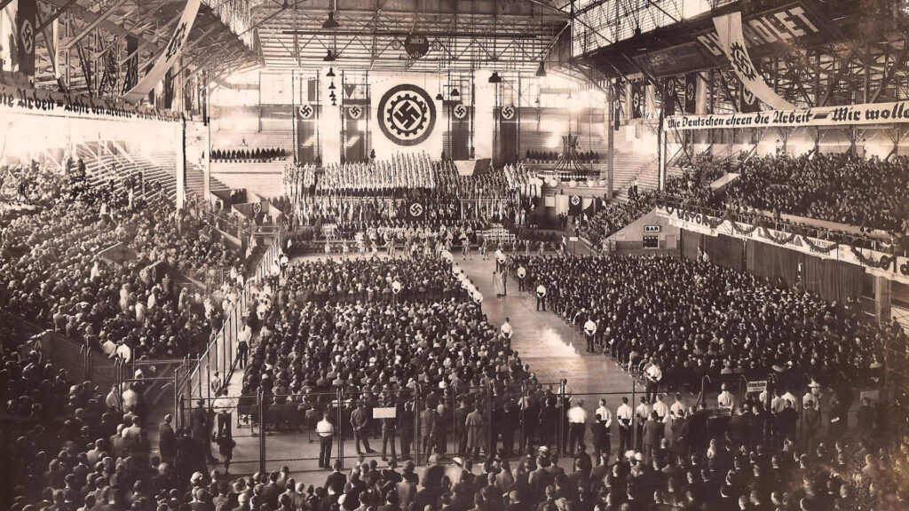Miles de personas participaron de la reunión nazi en el Luna Park