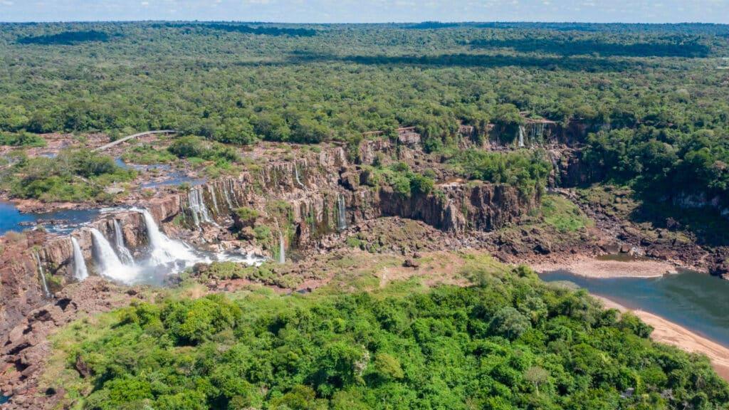 Así se veían las Cataratas del Iguazú casi sin agua