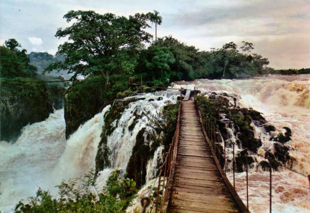 Puente colgante de los Saltos del Guaira