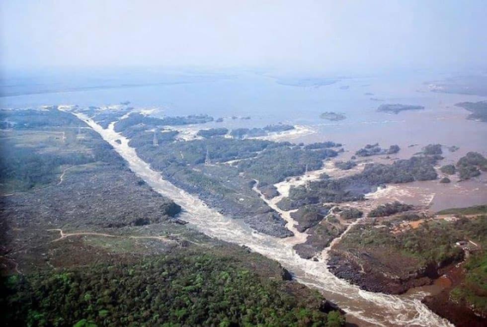 Vista Aérea de los Saltos del Guaira antes de ser inundados