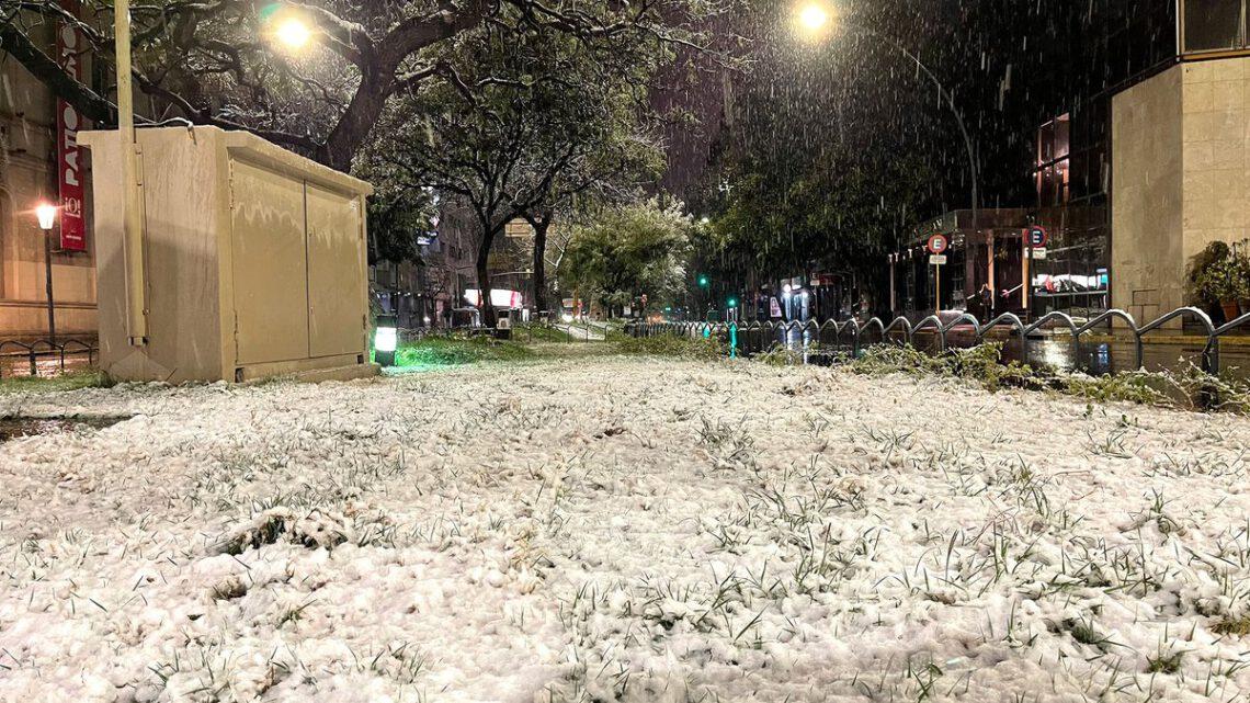 Nieve en Córdoba Capital - ph Infobae.com