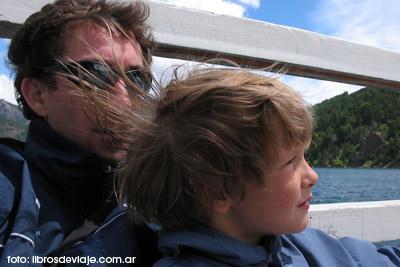 Ezequiel y Tomás, padre e hijo, acampando en San Martín de los Andes