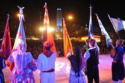 La multitudinaria fiesta de las colectividades 2014 en Rosario
