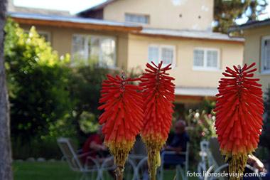 Los hermosos jardines de la Hosteria Chimehuin en Junin de los Andes