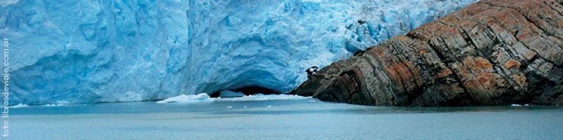 El glaciar perito moreno una de las maravillas naturales de Argentina en el Lago Argentino