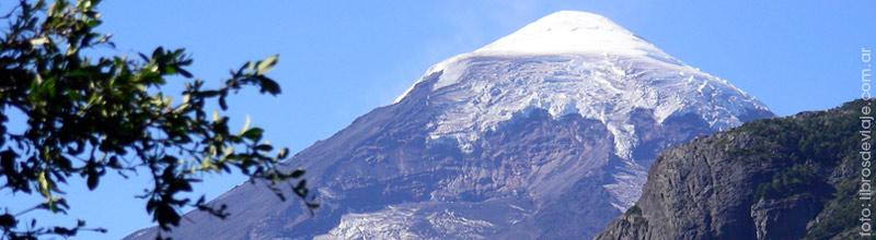 El volcán Lanin y una leyenda de la mano de Libros de Viaje
