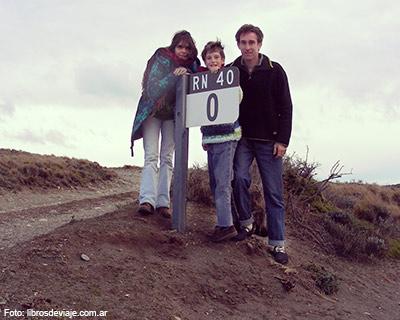 Libros de viaje la familia que viaja por la Patagonia en km 0 de la ruta 40