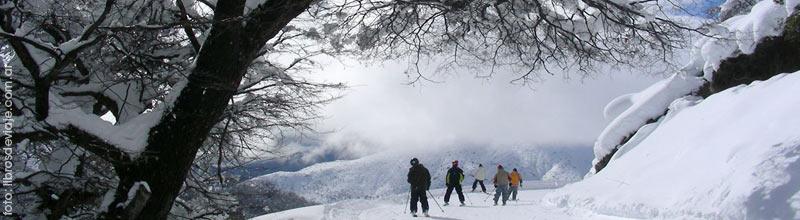 Libros de viaje en las últimas nieves de la primavera en la Patagonia