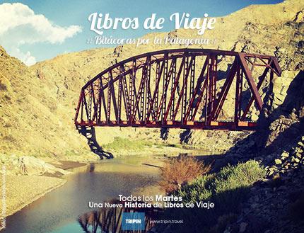 Libros de viaje en el puente del Río Chico