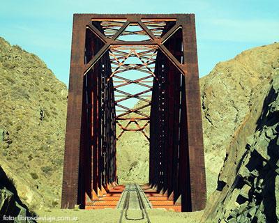 El mágico puente del río chico por libros de viaje