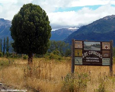 El mágico pueblo de Los Cipreses en la Patagonia Argentina