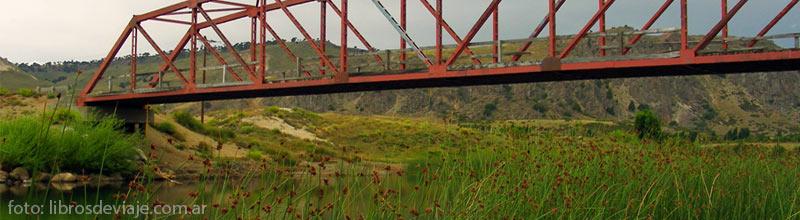 El puente sobre el rio alumine en neuquen por libros de viaje