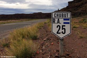 La mitica ruta 25, un emblema de la Patagonia Argentina con Libros de Viaje