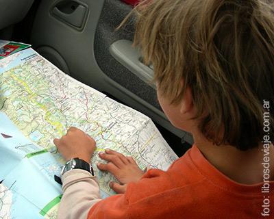 Definiendo la hoja de ruta, la familia que viaja por la Patagonia, en la 40 en Santa Cruz