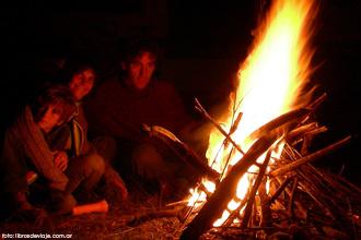 La noche de la Patagonia invita al acampe con Libros de Viaje
