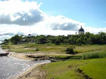 Basílica de Nuestra Señora de Itatí desde el puerto