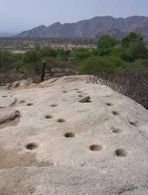 Morteros en la Cueva del Suri