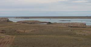 Vista desde la margen norte del tramo central de la ría Deseado